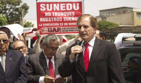 """UAP: ESTUDIANTES Y TRABAJADORES EXIGEN """"IGUALDAD PARA TODOS"""" EN MASIVO PLANTÓN AFUERA DE SUNEDU"""